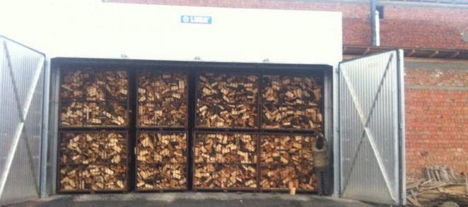 Склад для дров должен быть закрытым, чтобы они оставались сухими