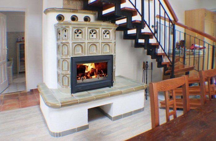 Печь-камин под лестницей фото идеи