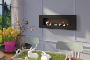 Камин в комнате создает необходимую атмосферу тепла и домашнего уюта.