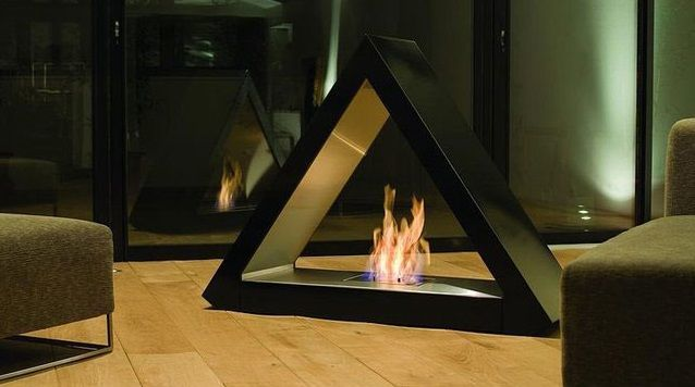 Оригинальный камин из огнеупорного стекла подойдет в том случае если помещение выдержано в стиле хай -тек