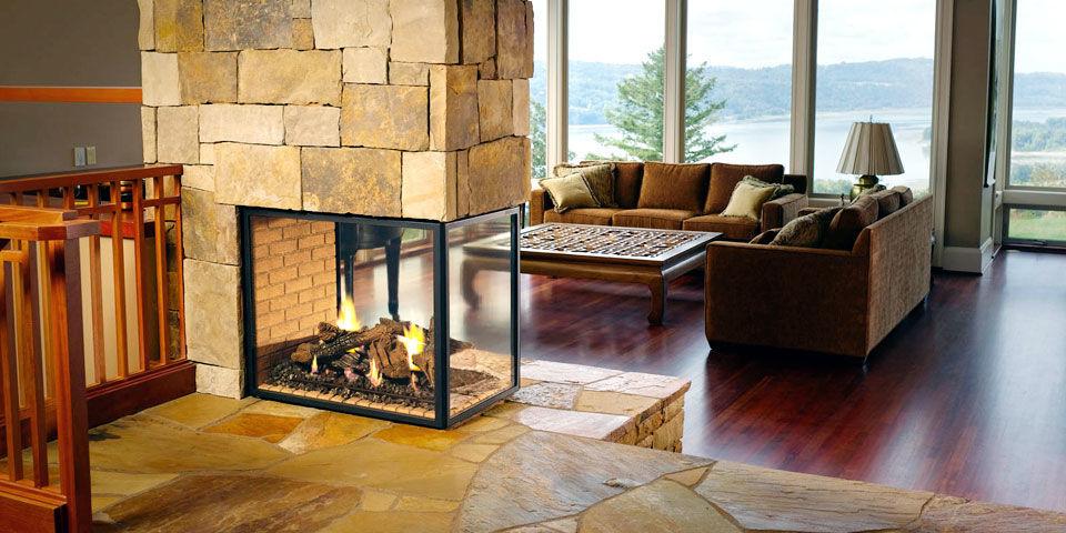 Трёхсторонний камин с панорамой из термостойкого стекла