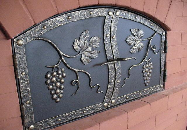 Дверца русской печи, выполненная из металла