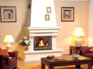Пример интерьера комнаты с камином