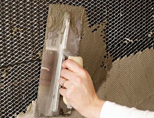 Нанесение штукатурки на сетку