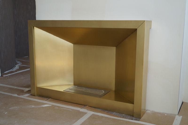 Декоративный портал для биокамина из металла