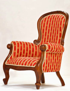 Перед покупкой обязательно посидите в кресле