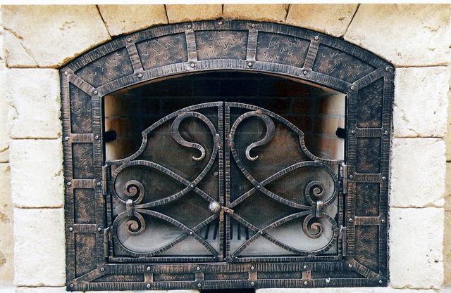 Пример оформления кованой решетки