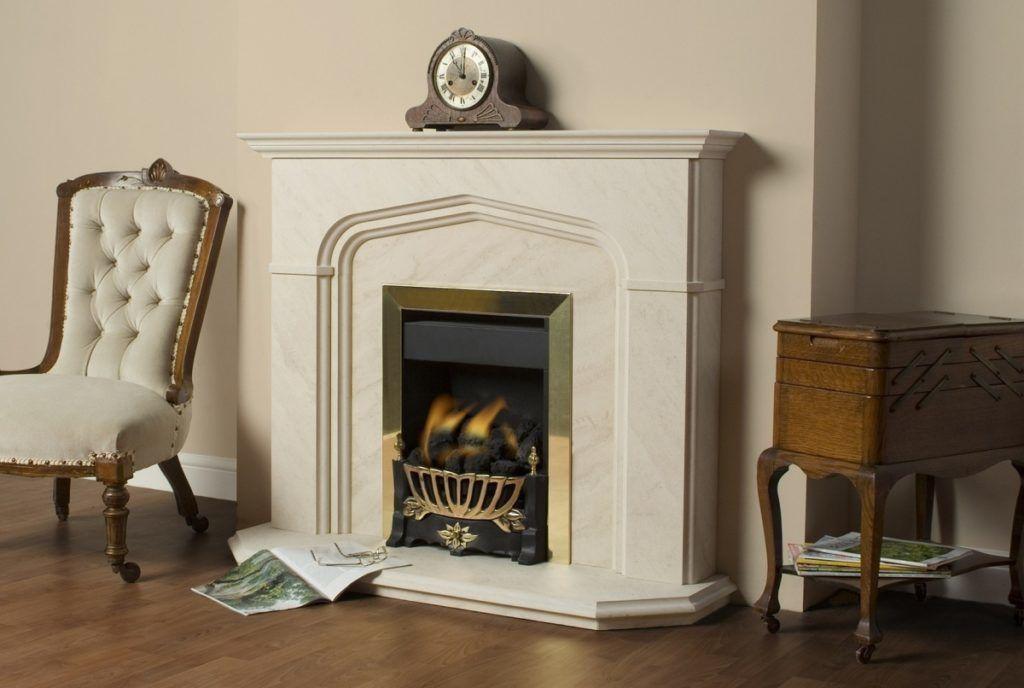 Фальщ-камин в интерьере позволяет добиться уюта и комфорта, но не требуют монтирования дымохода и колки дров