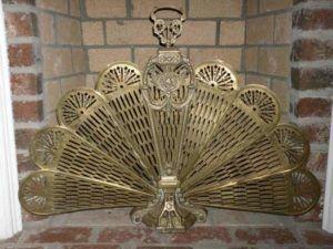 Защитная и декоративная роль экранов, предназначенных для камина