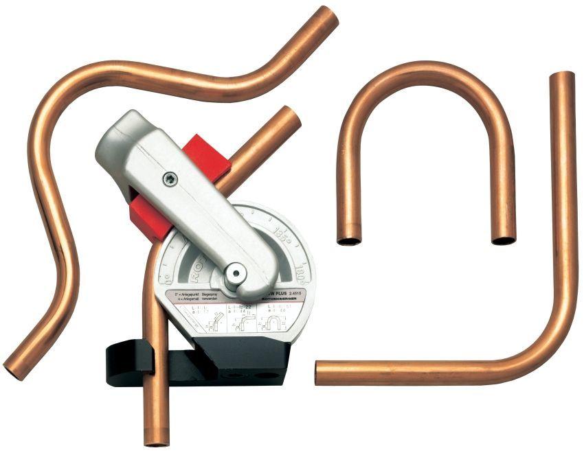 Согнуть трубу из меди можно с помощью специального инструмента - трубогиба